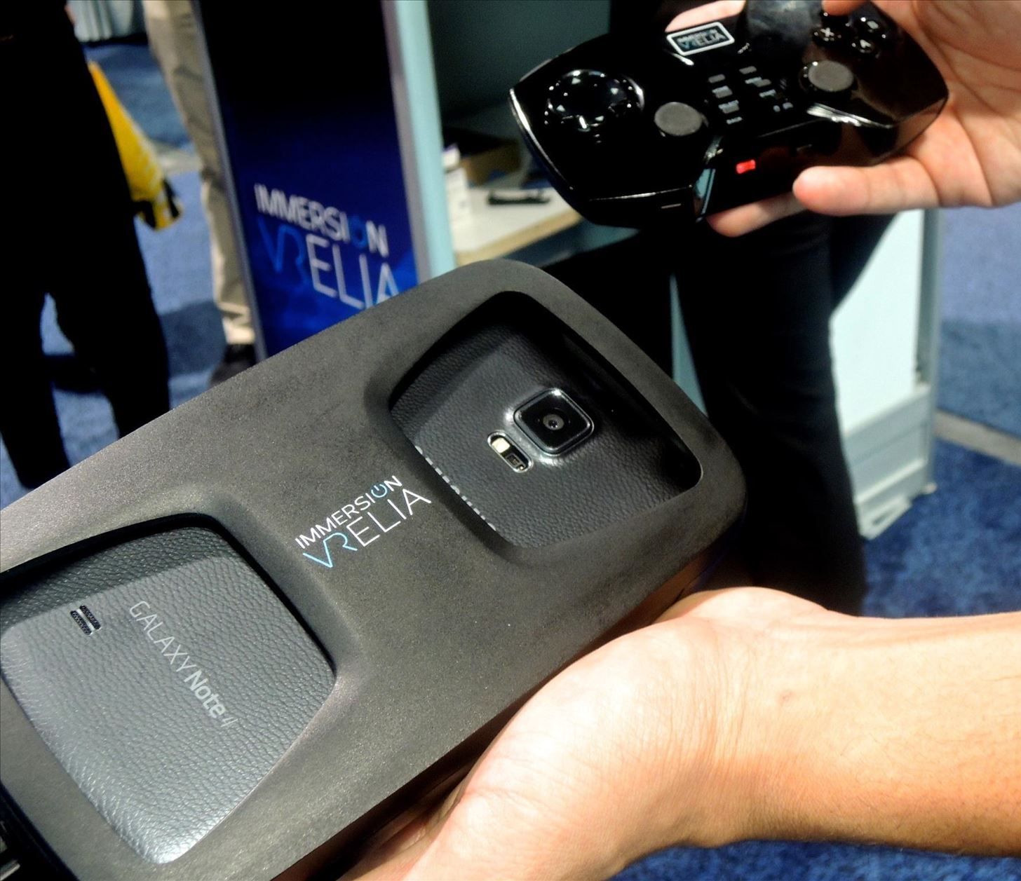 CES 2015: ImmersiON-VRelia Can Turn Any Smartphone into a VR Headset