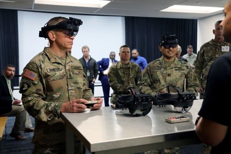 Here's Your First Look at the US Army's Combat-Ready HoloLens 2 in Action